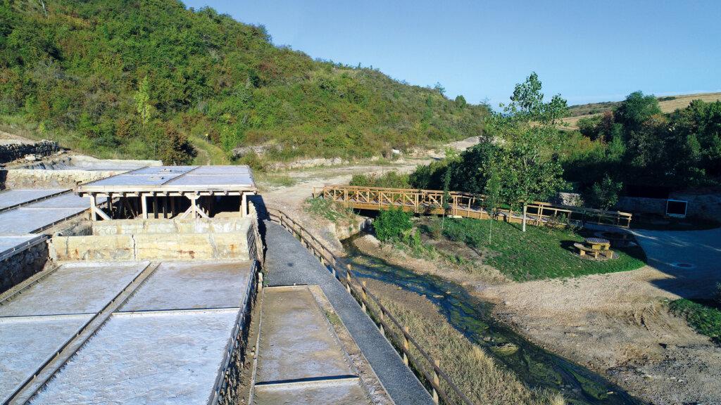 Pasarela Valle Salado lago Caicedo-Yuso